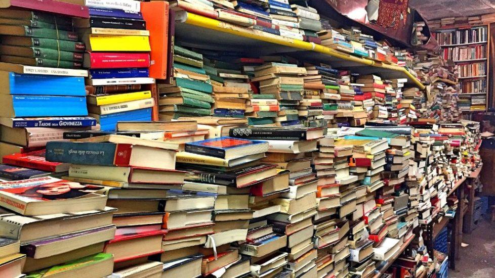 books-2085587_1920cr